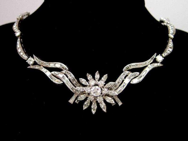 Wear Platinum Jewellery in Pre and Post Wedding